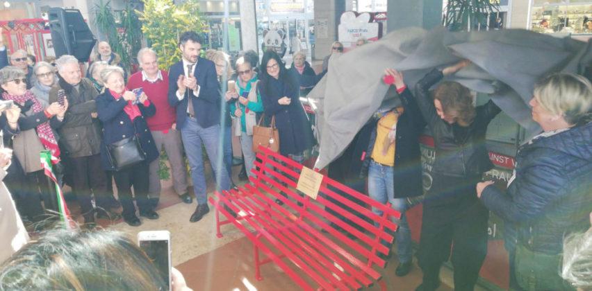 La panchina rossa al Parco*Prato