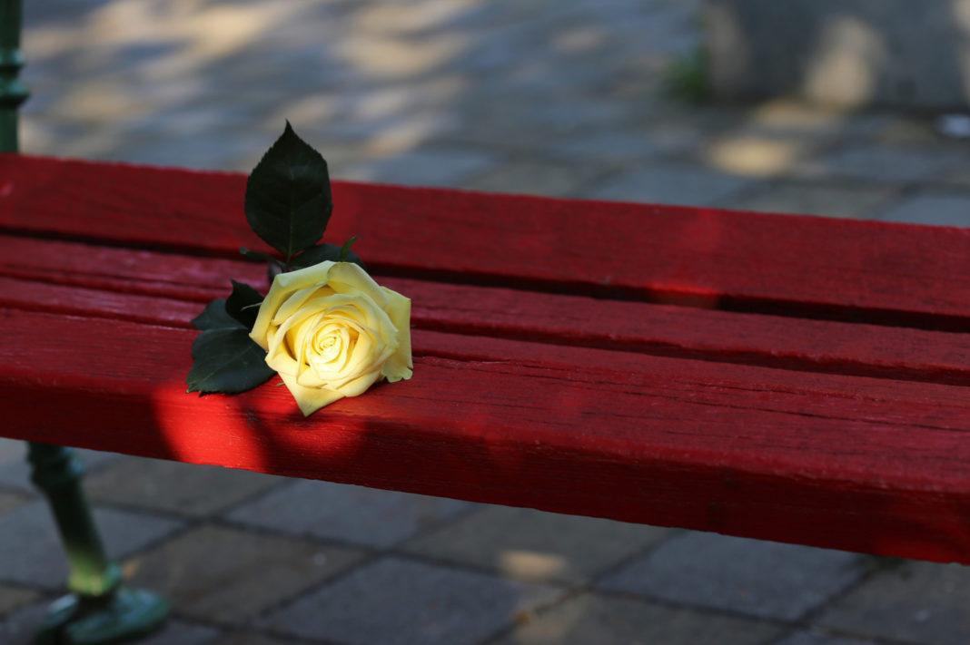 Una panchina rossa al Coop.fi di Montemurlo