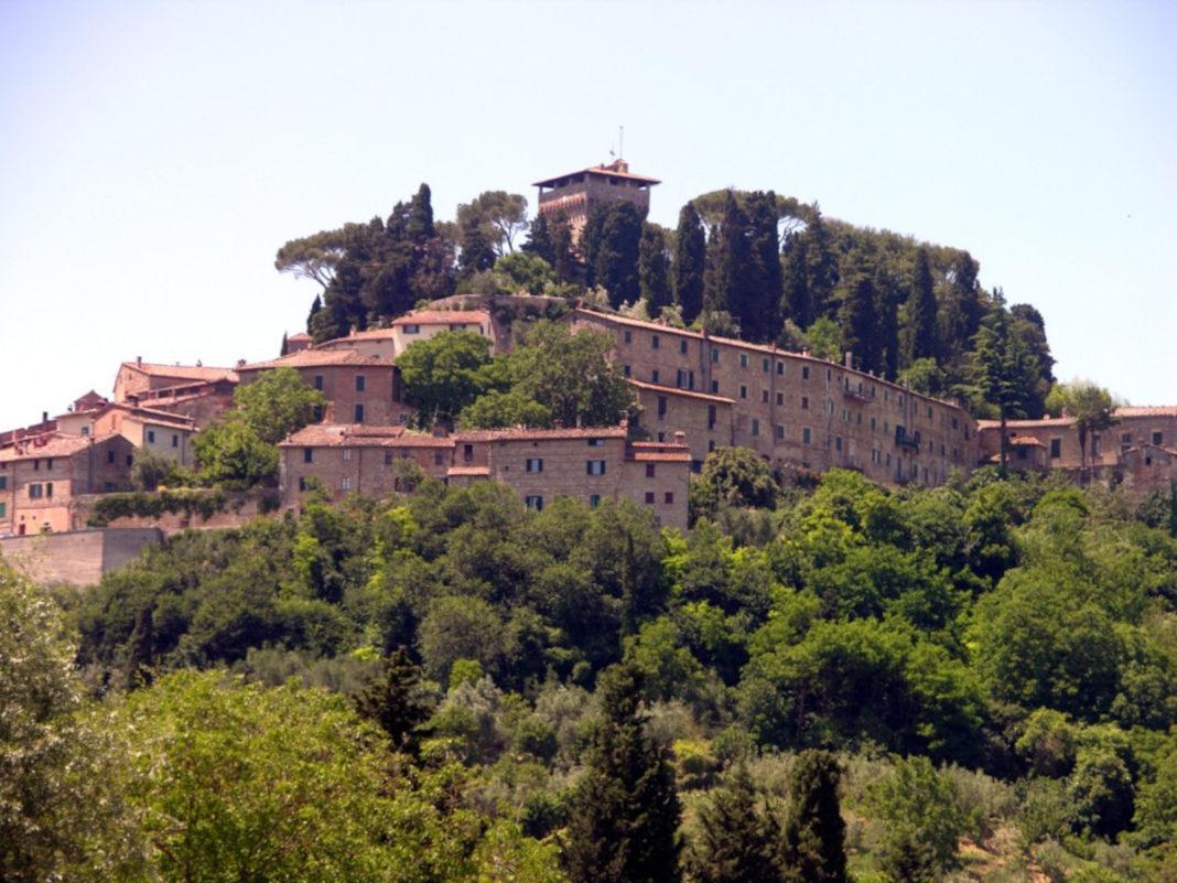 Cetona incantevole borgo della campagna toscana