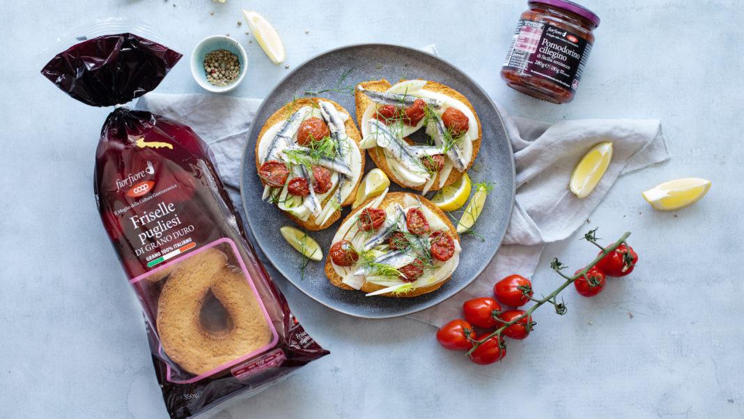 Friselle con pomodorini secchi, finocchio, alici marinate e finocchietto