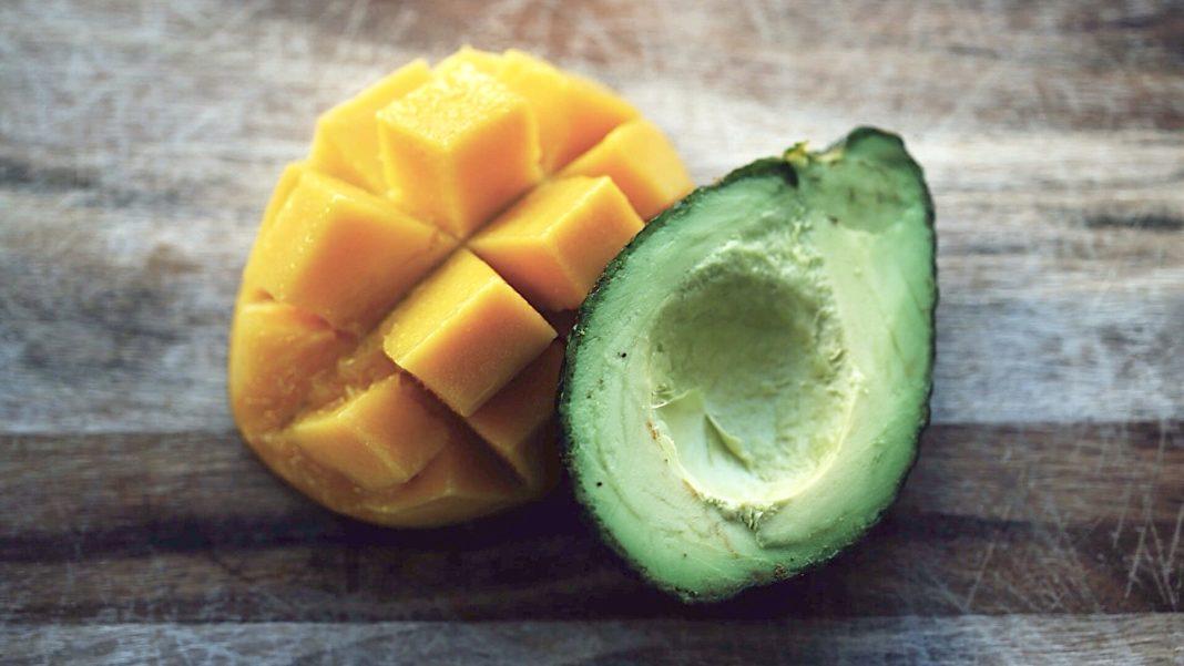 Spiedini di frutta al prosciutto
